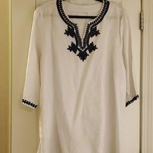 Preowned Navy blue and white linen top!